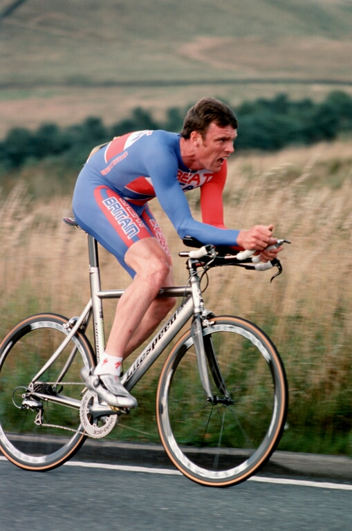 Rob Hayles in the club hill-climb at Long Hill, 2005 (photo: C. Lea).